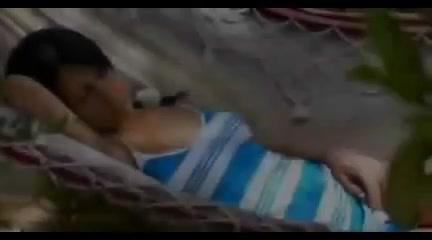Camra cache : Il se tripote dans la cabine d'essayage