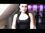 Une fille sexy allemande se masturbe sur une webcam