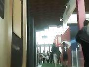 Upskirts caméra cachée dans les lieux publics