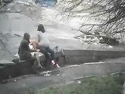 Sexe Trio dans un parc public avec un ami féminin