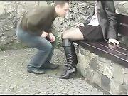 Sexe de couples dans un lieu public