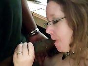 Épouse américaine rend le sexe oral à un homme noir