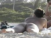 Femmes nues à la plage