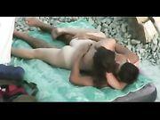 Couple amateur fait du sexe à la plage