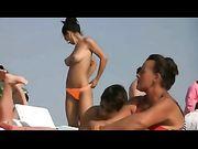 Topless sur la plage