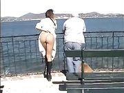 Femme nue dans les lieux publics