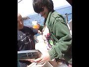 Sexe amateur sur un bateau avec une femme