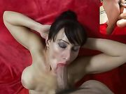 Femme mûre suce une grosse bite et reçoit du sperme sur le visage