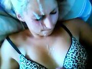 Une éjaculation avec surprise sur son visage
